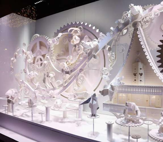holiday-windows-Galeries-Lafayette-GettyImages-621795162